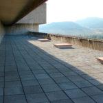 Cubierta transitable lastrada con losa filtrante - Clínica Ubarmin, Navarra
