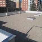 Terraza transitable con plots fijos y pavimento garbancillo - Pamplona